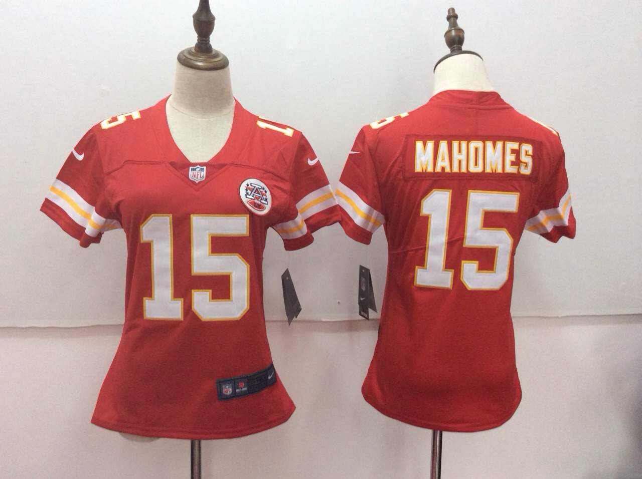 Women's Nike Kansas City Chiefs #15 Patrick Mahomes Red Vapor Untouchable Player Limited Stitched NFL Jersey