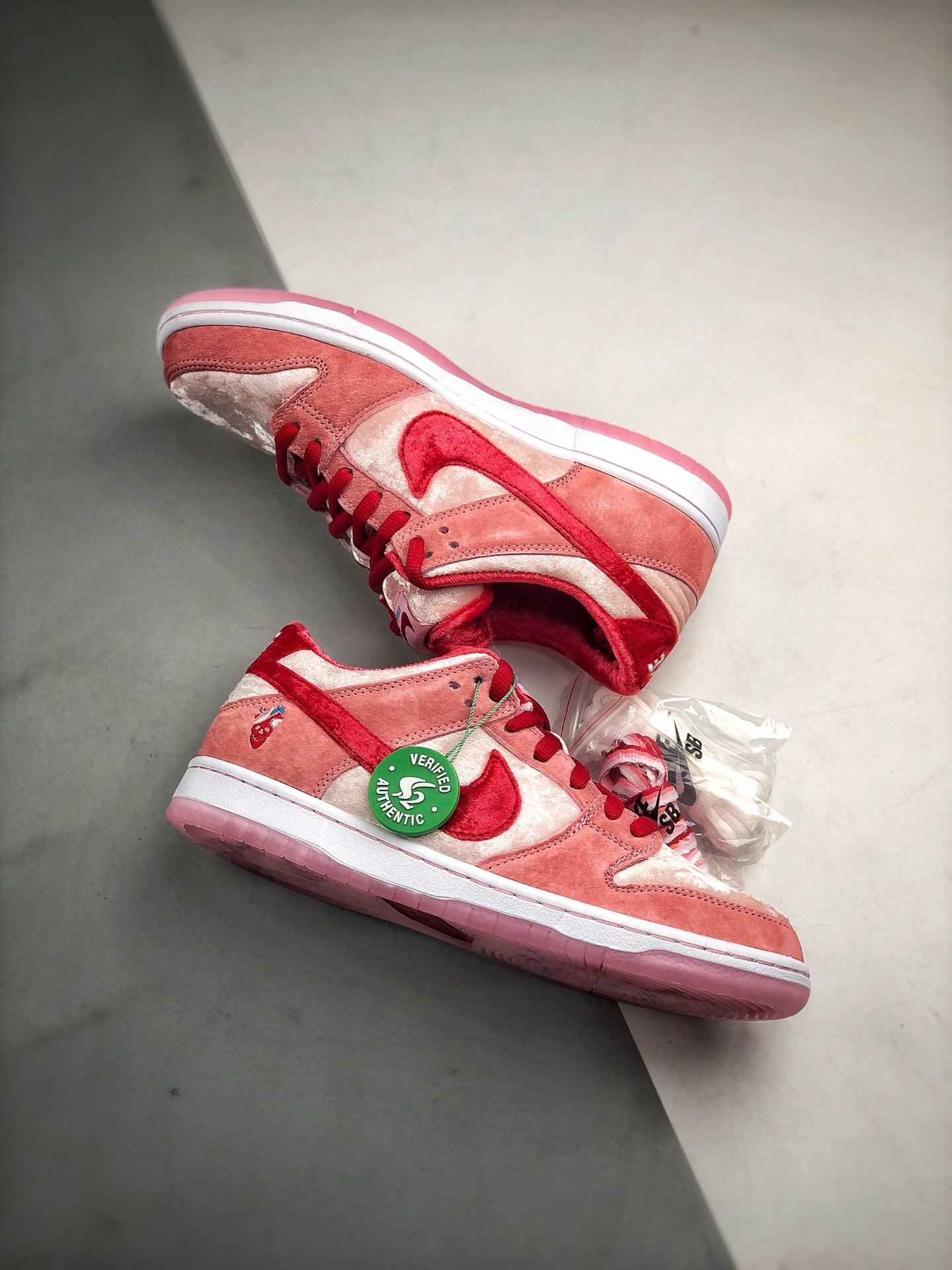 Women's Running Weapon SB DUNK LOW PRO QS x Strangelove CT2552-800 Shoes 006